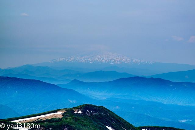 栗駒山から鳥海山を見る1