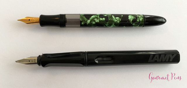 Review Lindauer Classic Piston Fountain Pen - Green Marble5