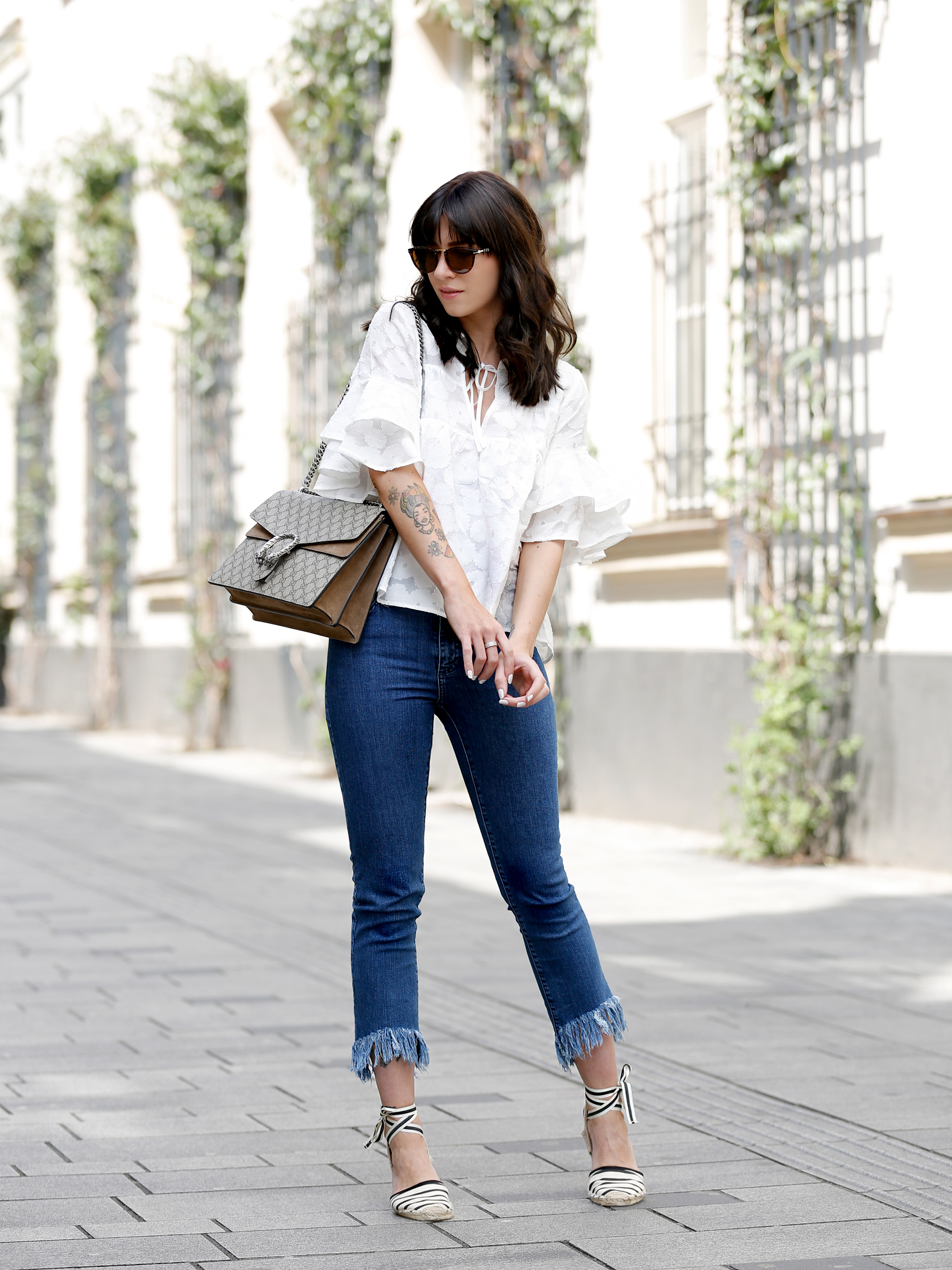 outfit spring summer minimal blue white clean bangs brunette girl cute french parisienne mango fringe jeans denim white blouse shopbop soludos espadrilles gucci dionysus bag luxury fashion modeblog germany ricarda schernus fashionblogger 8