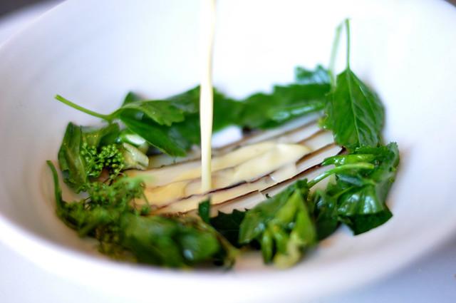 Restaurant Noma: Hvide asparges med urter og sauce af byg og smør