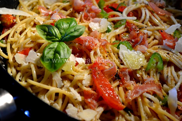 Spaghetti au Pesto d'Olives et Jambon Cru © Ana Luthi Tous droits réservés 11
