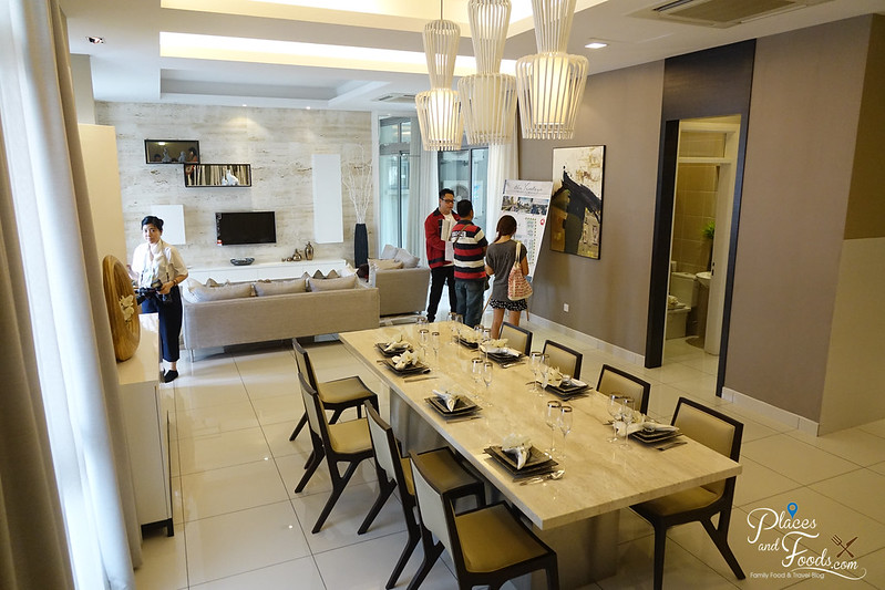 the vantage superlink dining and living area