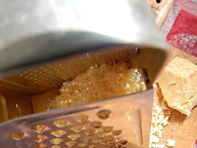 Бутерброды с сельдью - пошаговый фоторецепт из Книги о вкусной и здоровой пище | horoshogromko.ru