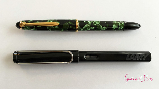 Review Lindauer Classic Piston Fountain Pen - Green Marble4