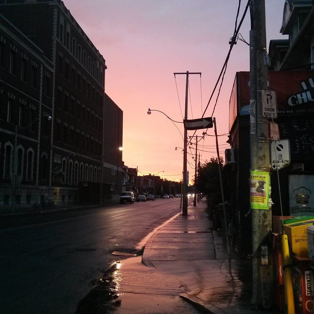 Evening sky, looking north from Dufferin. #toronto #dufferinstreet #dufferin #evening #sky