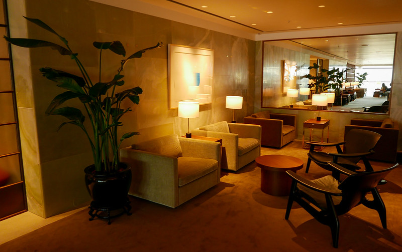 27798898890 bfdf448b2b c - REVIEW - Cathay Pacific: The Pier First Class Lounge, Hong Kong (Breakfast service)