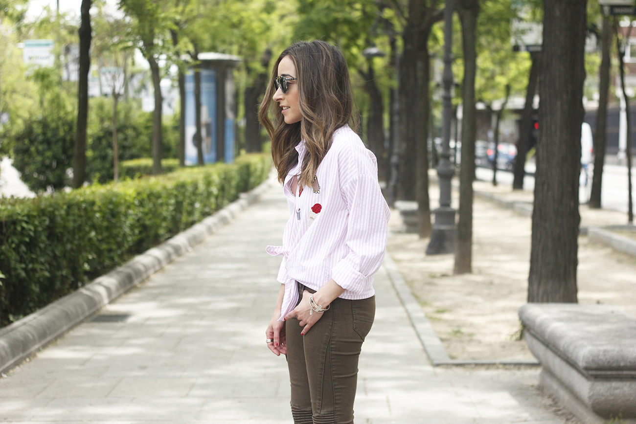 shirt with patches khaki pants nude heels burgundy bag uterqüe accessories style fashion10