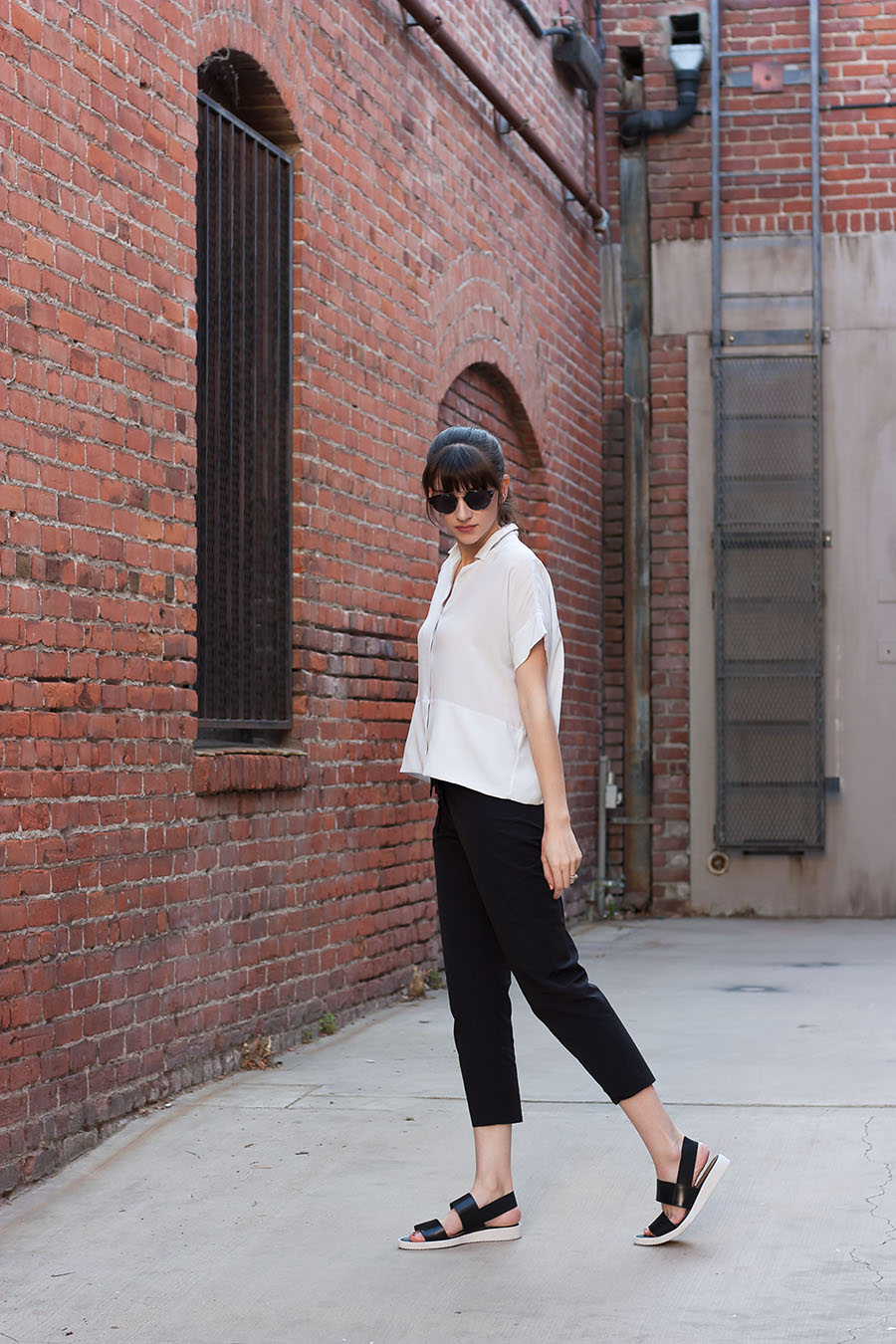 Street Sandal, Casual Minimalist Outfit, Black and White Minimal Style