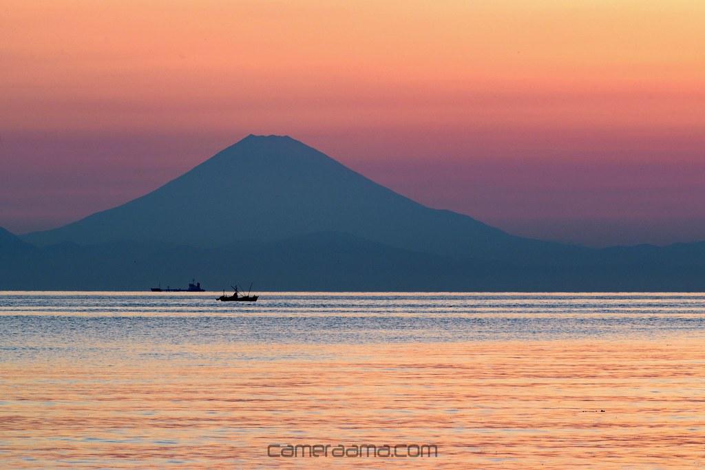 富士山のシルエットとグラデーションも絶景