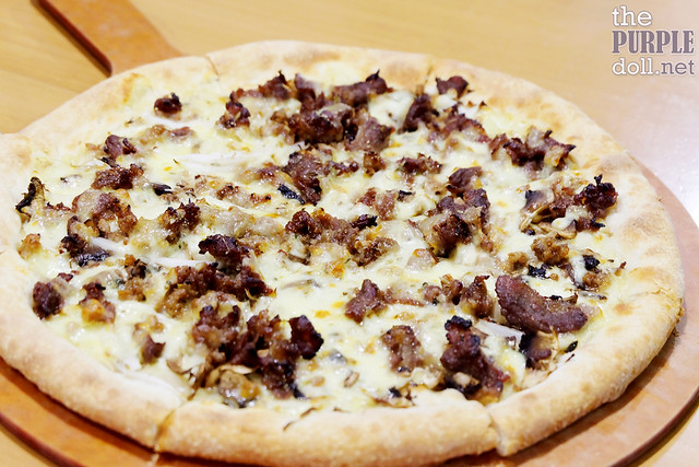 Bulgogi Pizza (P380 Regular; P580 Large)