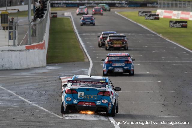 V8 Supercars at Barabagallo Raceway in Perth 2016