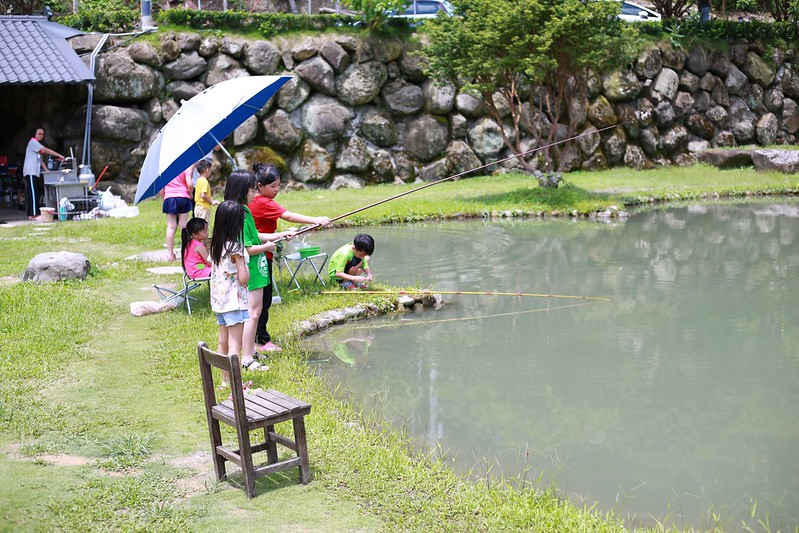 小朋友釣魚趣