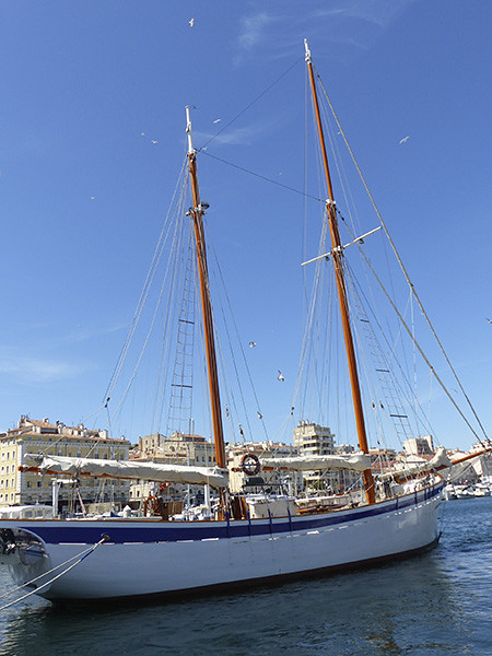 beau bateau à Marseille