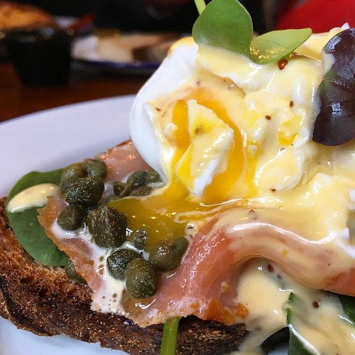 #Brunch perfection in #Cork. Well done, @aliskitchencork Poached #eggs with hot #smokedsalmon and #capers atop spinach and fresh #sourdough toast. Finished with a generous drizzle of #Hollandaise sauce.  #brunchcork #poachedeggs #hotsmokedsalmon #getinmyb