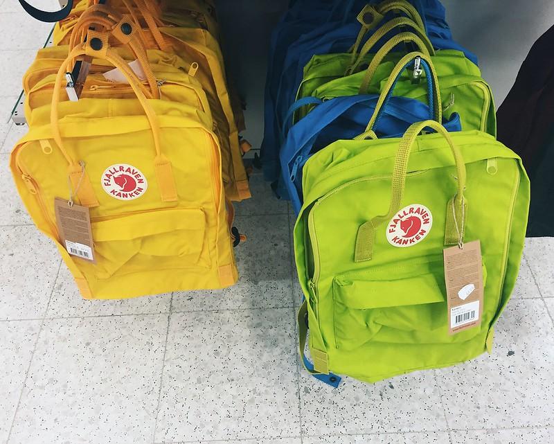 reppu, backpacks, kettureppu, fjällräven, kånken, selkäreppu, suomi, helsinki, finland, ostokset, shopping, keltainen, yellow, lime, green, vihreä, colorful, bright, värikäs,