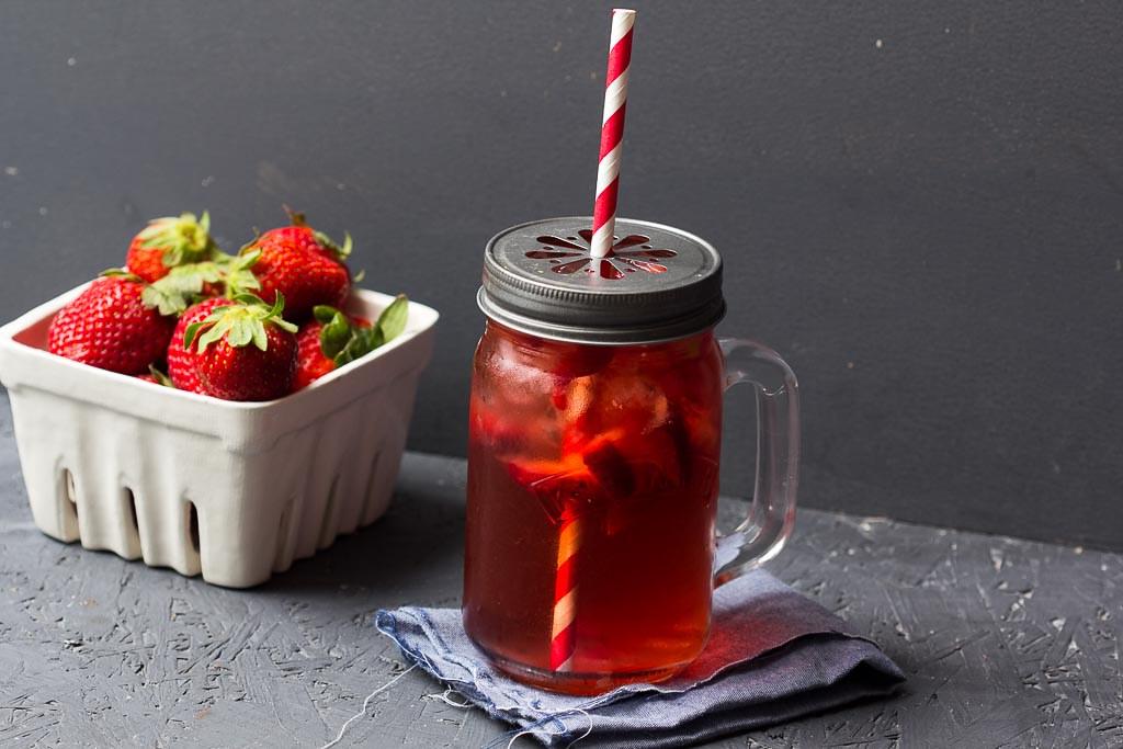 Erdbeer Eistee mit Rosenwasser via lunchforone.de
