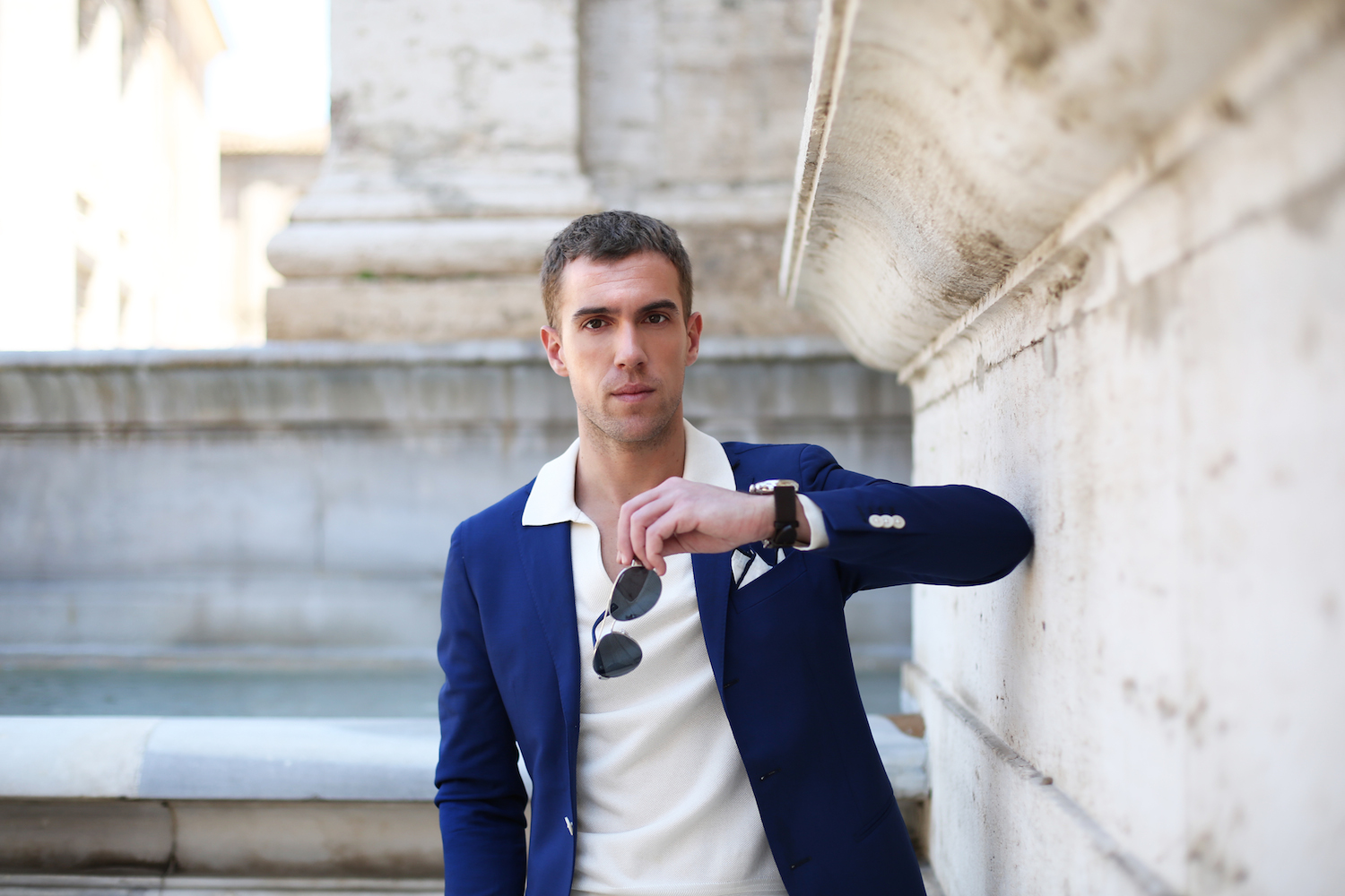 filippo-cirulli_mensear-influencer_menswear-icon_bright-blue-suit_tom-ford-shirt