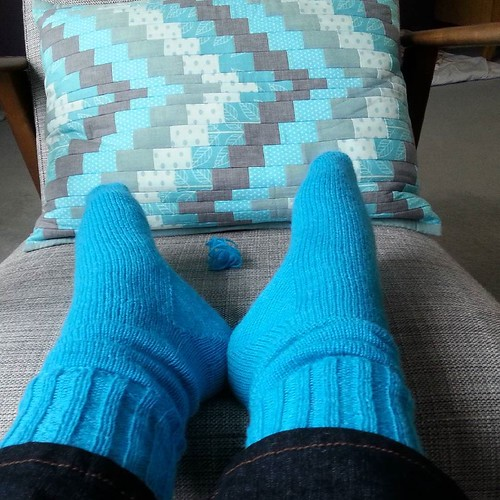 They're finished! See that little ball of yarn between my feet? That's all I had left from a 400m ball. Yarn is West Yorkshire Spinners signature 4ply, pattern is a mix of KnitFreedom toe up (with a different cast on), Regia cuff down (for sizing), a Flee