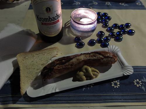 Bratwurst am Stand der Wohnungslosenhilfe auf der Kulturnacht in Osnabrück