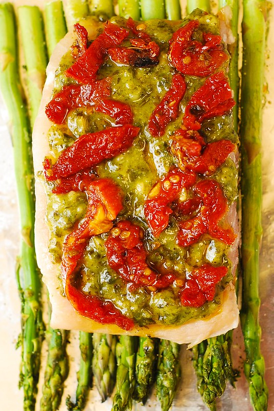 pesto sea bass with asparagus, sun-dried tomatoes, and pesto, gluten free dinner, easy fish recipes, seafood dinner recipe
