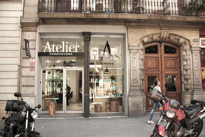 De oficina bancaria a peluquer a cambio radical espacios vives - Oficina de cambio barcelona ...