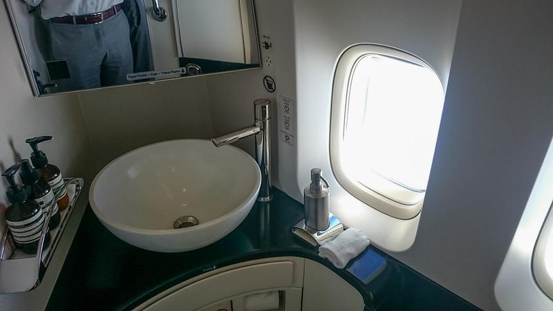 27418963994 2cb3aaf616 c - REVIEW - Cathay Pacific : First Class - Tokyo Haneda to Hong Kong (B747)