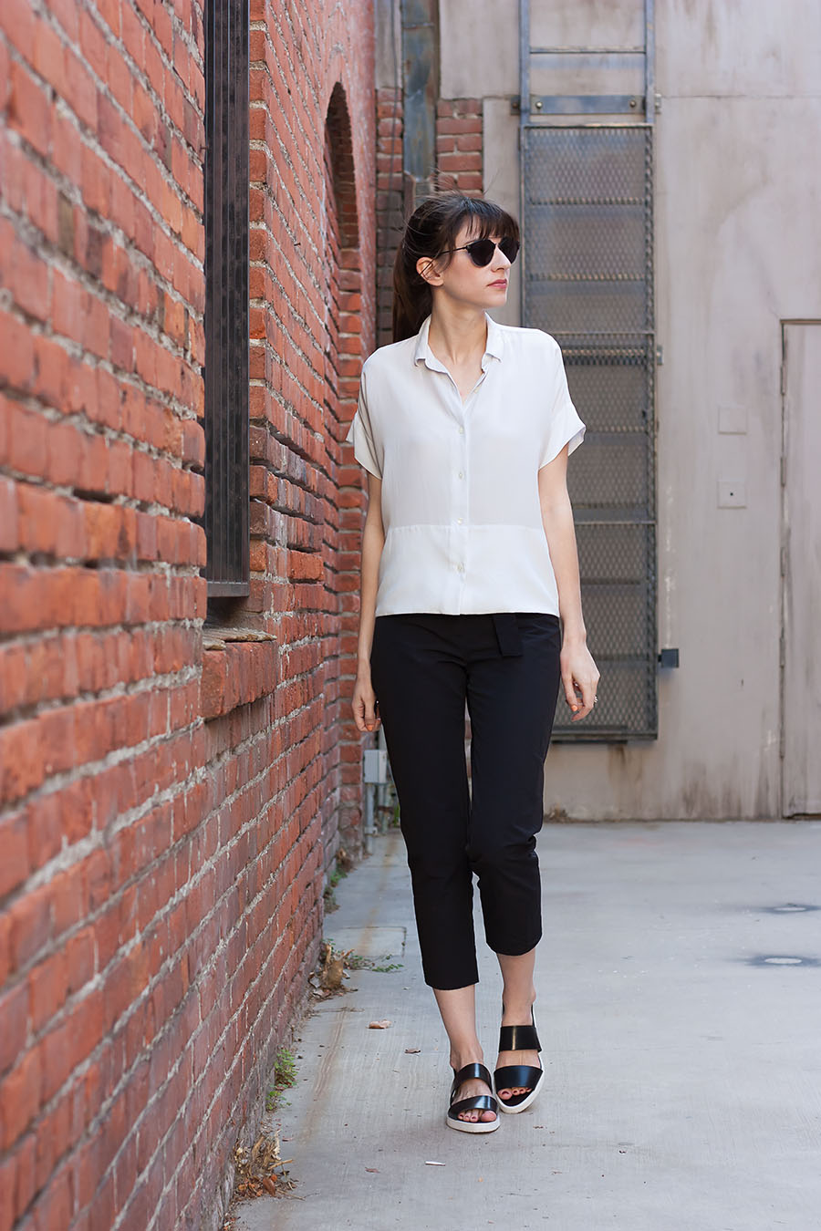 Square Silk Shirt, Everlane Outfit, Minimalist Outfit, Black and White Outfit