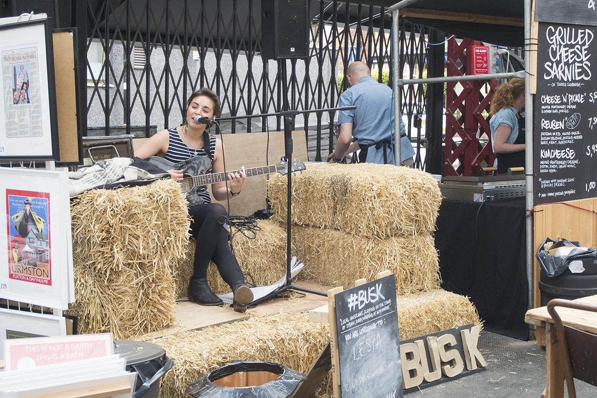 busk-altrincham-market-live-music