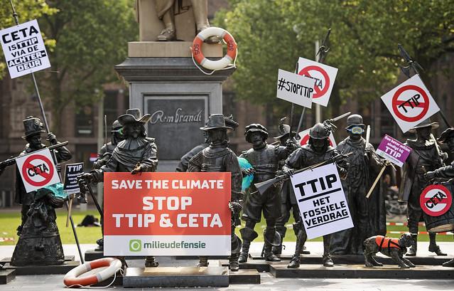Protest tegen TTIP bij Nachtwacht op Rembrandtsplein