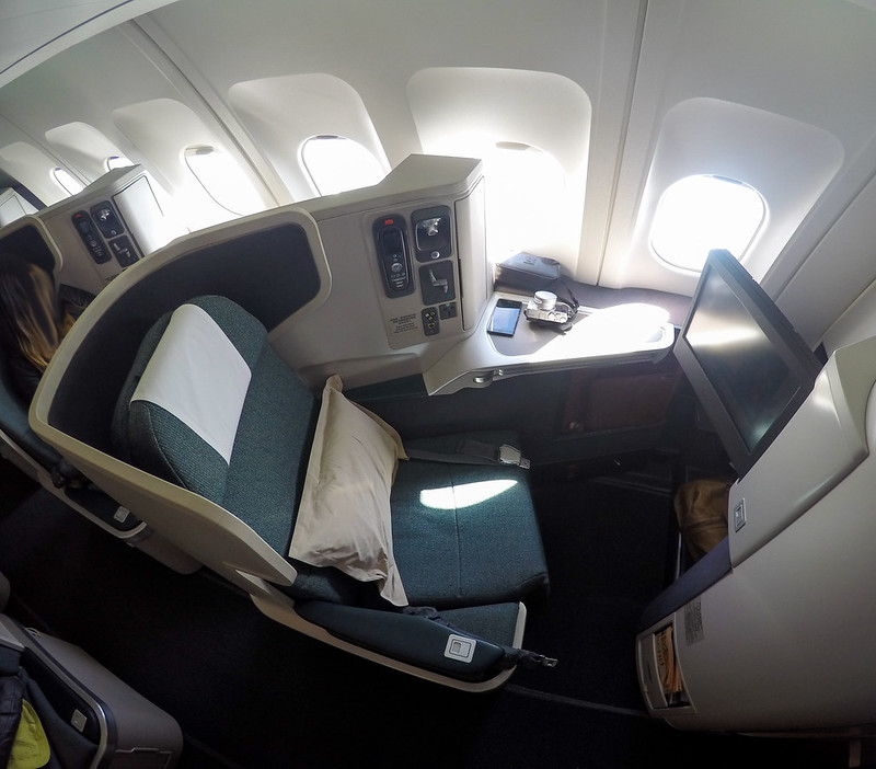 28065995226 c10843ce8c c - REVIEW - Cathay Pacific : Business Class - Hong Kong to Jakarta (A330 Longhaul config)