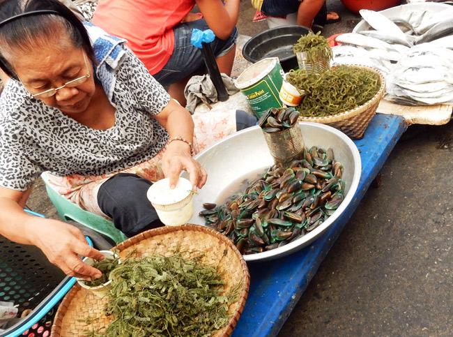 laoag-market-vendor