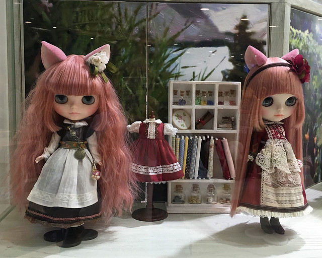 Custom Blythe dolls at Junie Moon
