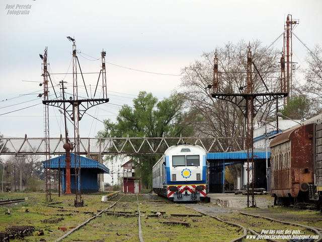 Tren N°565 detenido en Estación Rufino.- www.porlasviasdelpais.blogspot.com