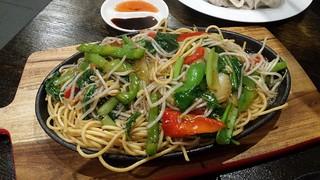 Sizzling Noodle at Vegeme