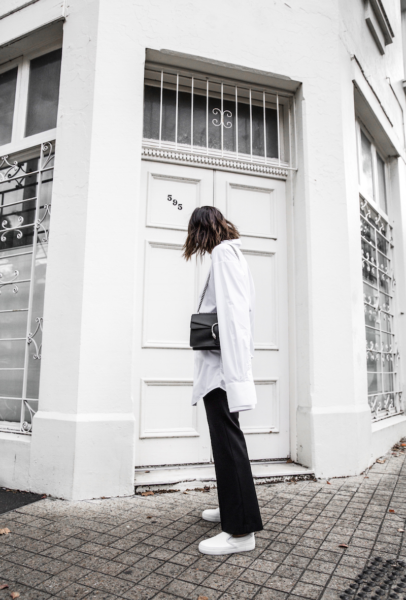 FARFETCH x MODERN LEGACY statement shirt overlong sleeves Ellery cropped flare Celine sneakers Gucci Dionysus bag black fashion blogger monochrome minimal street style (3 of 11)
