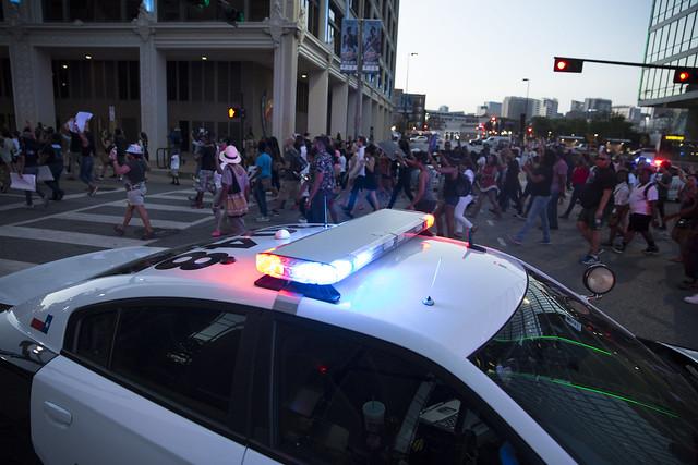 Realizan protestas contra muertes de negros en EEUU