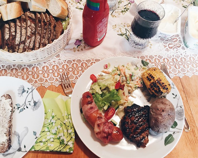 Untitled, kesän eka grillaus, grillailu, BBQ, barbecue, barbeque, barbecue food, first of summer, kesän eka kerta, summer, kesä, suomi, ruoka, food, makkara, sausage, pekoni, uuniperuna, baked potato, maissi, liha, corn, meat, weekend, viikonloppu, summerday, kesäpäivä, grillata, pekoniin kääritty makkara, bacon wrapped sausage, homemade coleslaw salad, bacon wrapped rhubarb,