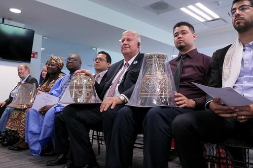 12 de agosto entrega de presentes a representantes de La Iglesia de La Luz del Mundo