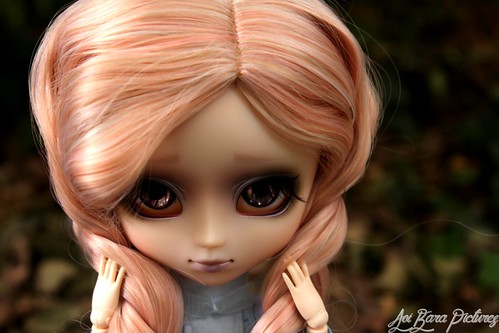 Pink Hair, Mysterious Eyes ♦Burton, Seila♦