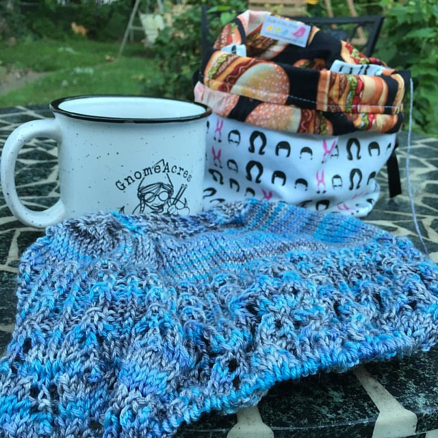 I'm scowling away this morning. Never fear, it's the best kind of scowling. Anyone else having #knittingforbreakfast? #scowlkal2016 #coffeewithasideofknitting