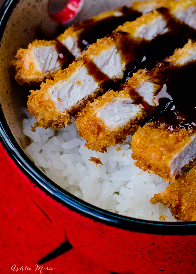 video tutorial for this classic japanese dinner - panko crusted pork cutlet served over rice and topped with a homemade tangy tonkatsu sauce