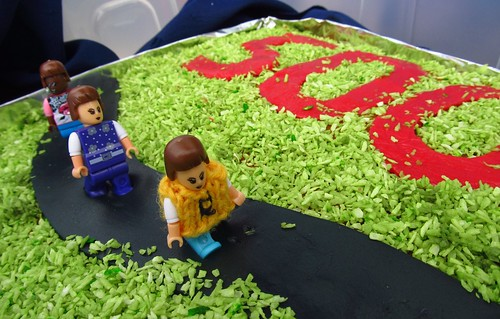 '500' cake with figures!