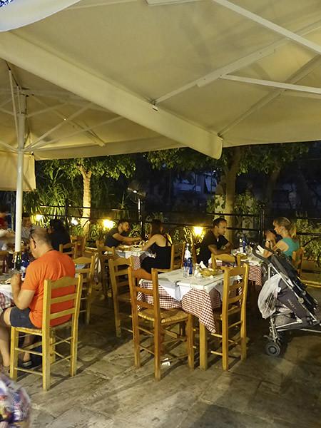 une taverne à Athènes