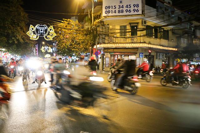 Street at night Hanoi, Vietnam 夜のハノイ