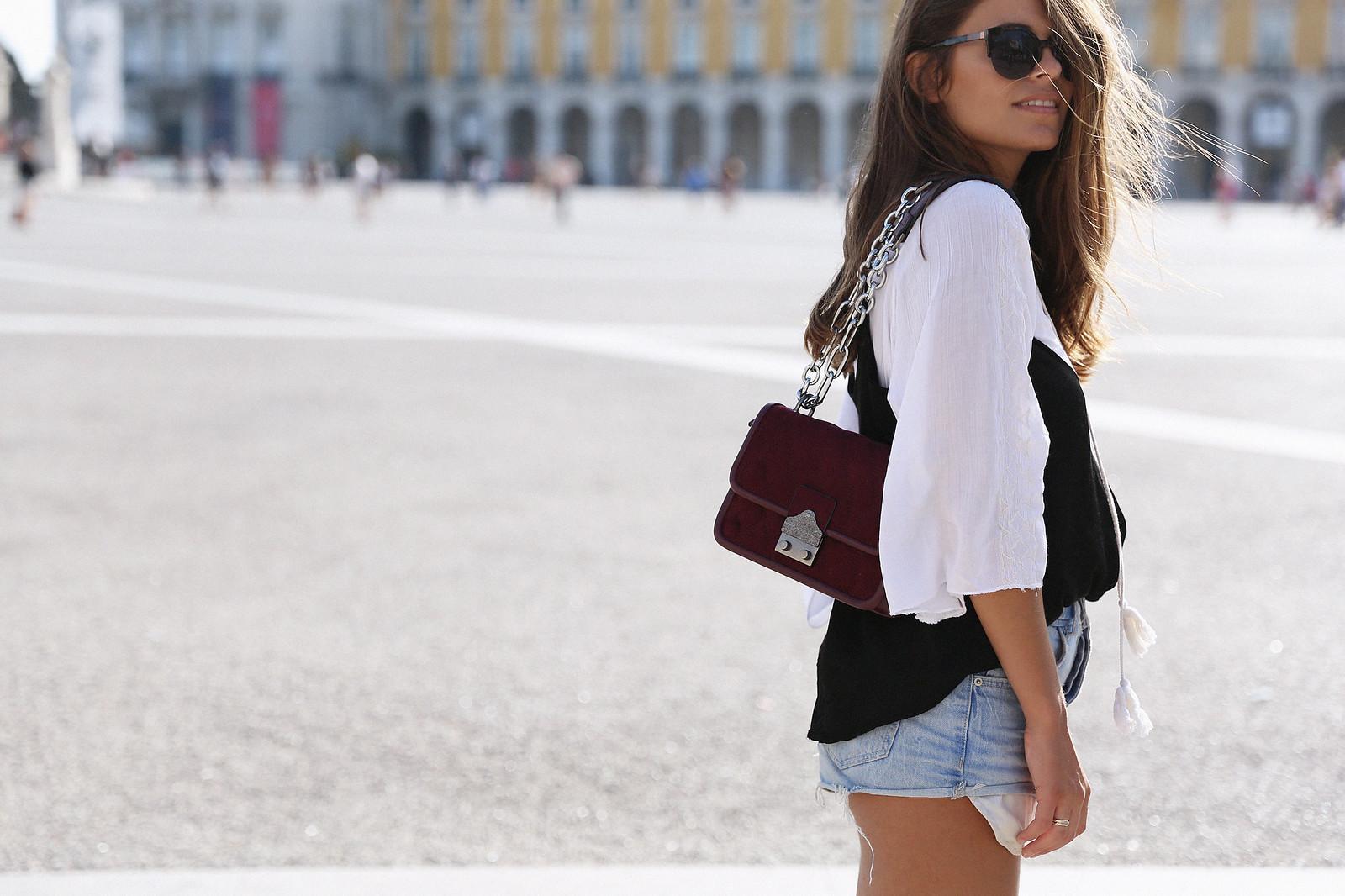 Jessie Chanes Seams for a desire Lisboa Parfois Black Lace Top-4