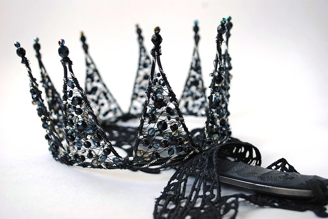 "Crown ""Black Queen"".  Base diameter of 13 cm., Height 8.5 cm teeth."