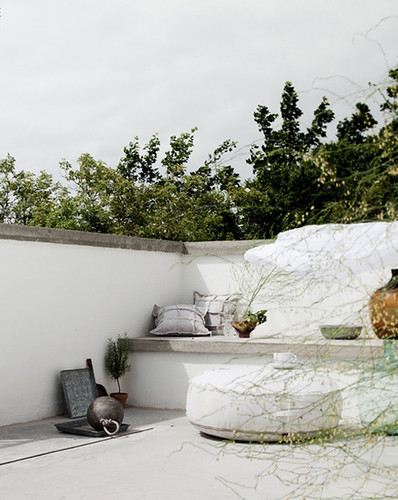 outdoor spaces in white | by the style files