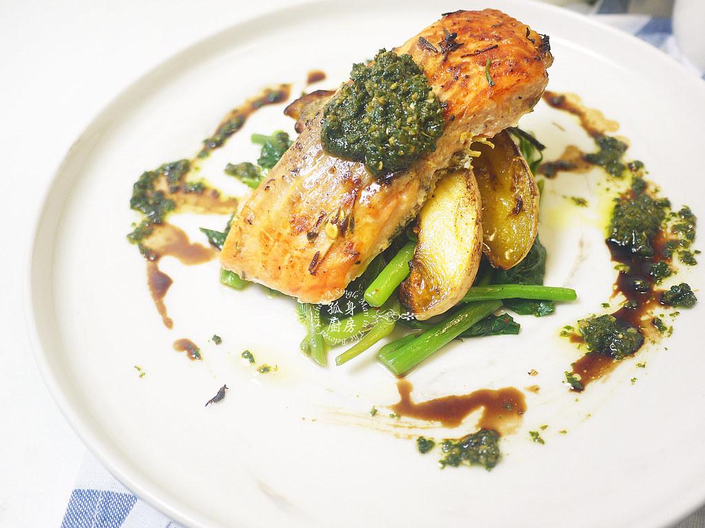孤身廚房-烤鮭魚排佐香料烤南瓜及蒜香皇宮菜24