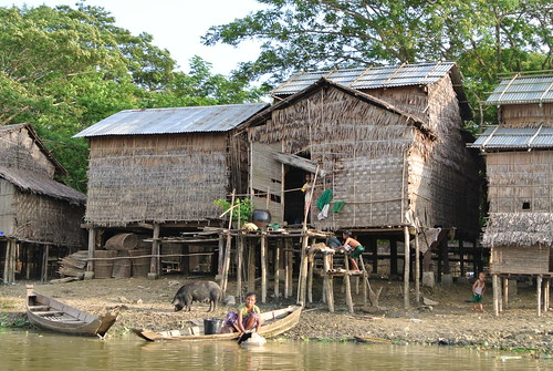 Living on Ayeyerwadi river banks, Myanmar. Photo by Ranjitha Puskur, 2012.