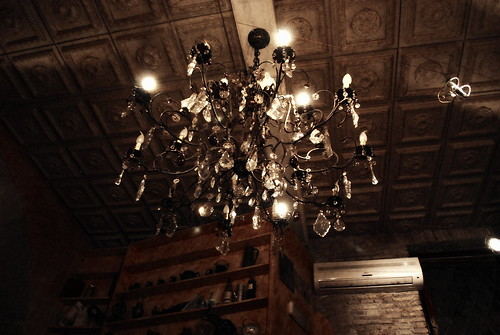 lampadario cristalli : lampadario di cristallo, pub via del Boschetto brunifia Flickr